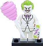 LEGO Minifigur: Joker im weißen Anzug (aus der Sammelfiguren Serie DC Super Heroes) mit Zubehör