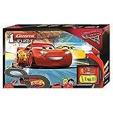 Carrera 63010 FIRST Disney Pixar Cars 3 Rennstrecke für Kleinkinder, elektrische Rennbahn mit McQueen & Ramirez Spielzeugautos mit Handregler & Streckenteilen Spielzeug für Kinder ab 3 Jahren, 2,4m