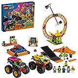LEGO 60295 City Stuntz Stuntshow-Arena, Set mit 2 Monster Trucks, 2 Spielzeugautos, schwungradbetriebenem Motorrad, Feuerreifen und 6 Minifiguren