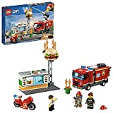 LEGO 60214 City Feuerwehreinsatz im Burger-Restaurant, Bauset mit Lastwagen und Motorrad, Feuerwehrmann-Minifigur und Brandschutzgeräten