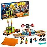 LEGO 60294 City Stuntz Stuntshow-Truck-Set, Spielzeug-Set mit LKW, schwungradbetriebenem Motorrad und Tauchbecken, Rennfahrer- und Clown-Minifiguren