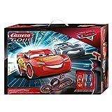 Carrera 20062476 GO!!! Disney Pixar Cars Speed Challenge Rennstrecken-Set   4,9m elektrische Carrerabahn mit Lightning McQueen & Jackson Storm   2 Handregler & Streckenteilen   Ab 6 Jahren