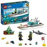 LEGO 60221 City Tauchyacht, Spielzeug mit 2 Taucher-Minifiguren, Meerestieren und Schwertfischfigur, Tiefsee-Set für Kinder ab 5 Jahren