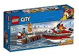 LEGO 60213 City Feuerwehr am Hafen Set mit Wasserkanone und Feuerwehr Minifigur, Badespielzeug für 5-Jährige