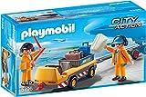 PLAYMOBIL City Action 5396 Flugzeugschlepper mit Fluglotsen, Ab 4 Jahren