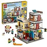 LEGO 31097 Creator 3-in-1 Set Stadthaus mit Zoohandlung & Café, Bauset mit 3 Minifiguren und Tierfiguren: Hund, Tukan und Maus